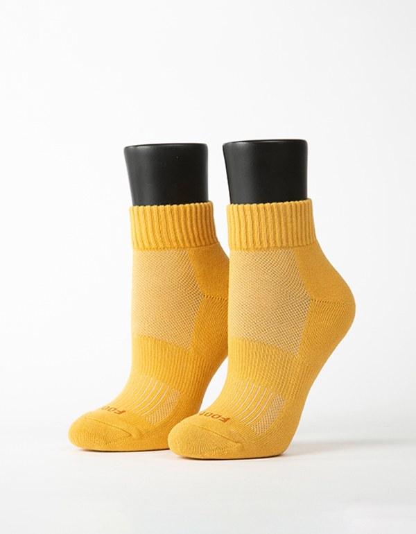 素色美學氣墊運動襪